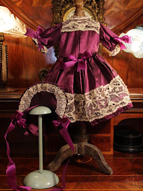 古い素材で作られた手作りドール用ドレス パープル 着丈32cm